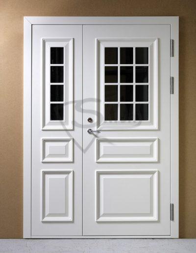 Baltos Skydo namo durys