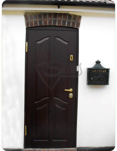 Skydas apsaugines durys namui