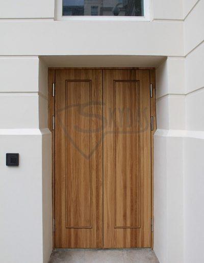 Skydas azuolines sarvo durys