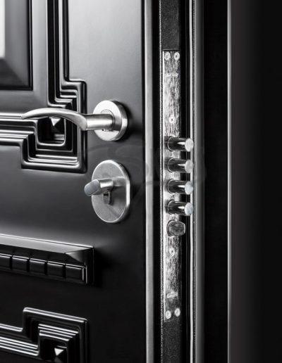 Skydas juodos durys 2