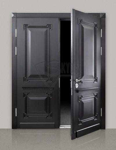 Skydas juodos sarvuotos durys