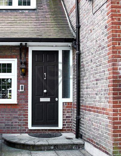 Skydas namo durys Anglijoje