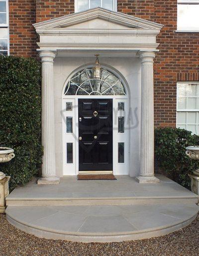 Skydas sarvuotos durys namui klasikines